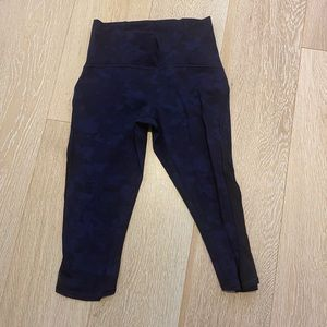 Lululemon LIKE NEW high waist crop leggings Size 6